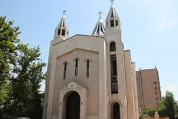 Discover Iran Churches